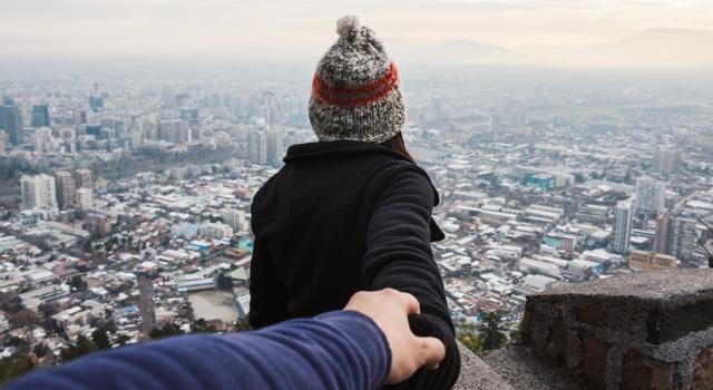 Skaka hand eller krama en tjej?